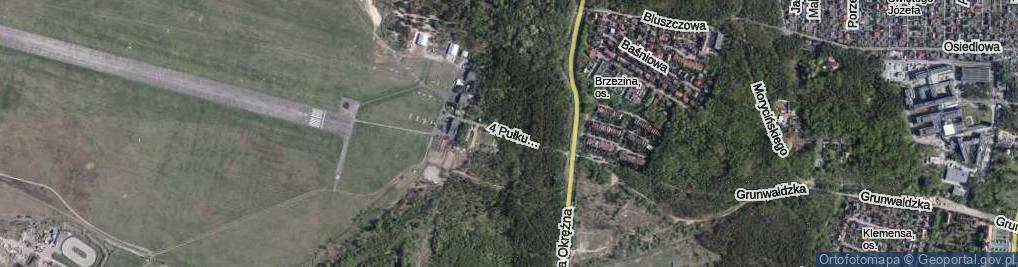 Zdjęcie satelitarne 4 Pułku Lotniczego ul.