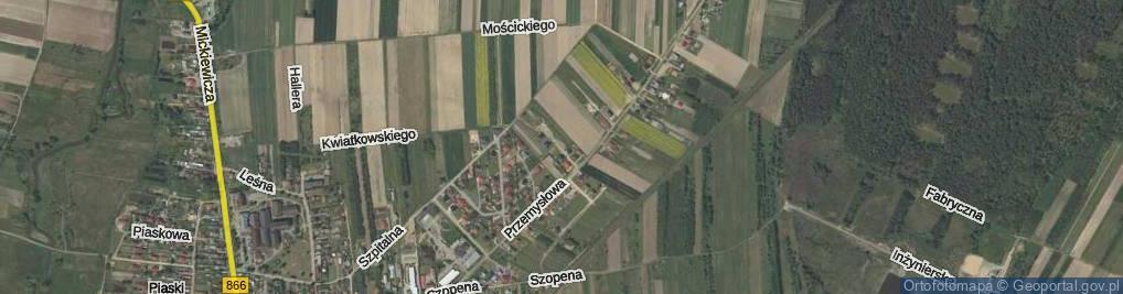 Zdjęcie satelitarne Obrońców Lwowa ul.