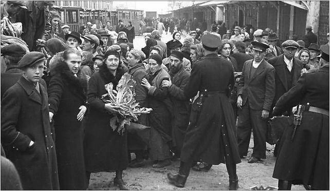 Bundesarchiv Bild 101I-001-0285-22A, Warschau, Zivilbevölkerung und Polizei 00-138 - Zdjęcia