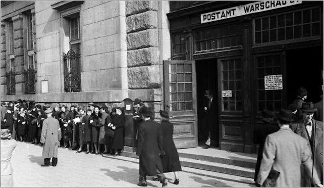 Bundesarchiv Bild 101I-131-0596-28, Warschau, Postamt, wartende Zivilisten 00-030 - Zdjęcia