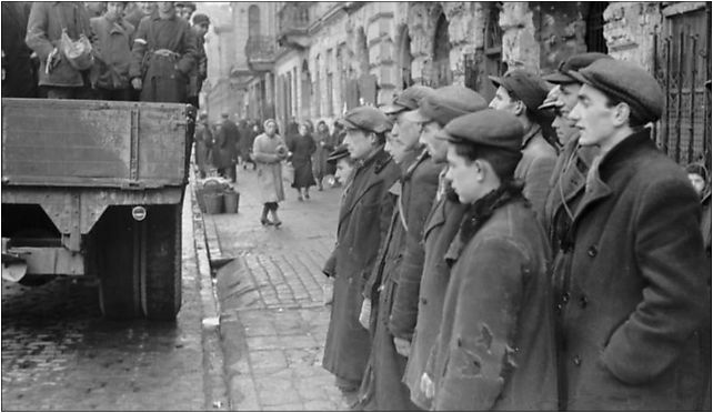 Bundesarchiv Bild 101I-134-0766-22, Polen, Ghetto Warschau, Juden auf LKW od 00-131 do 00-132 - Zdjęcia