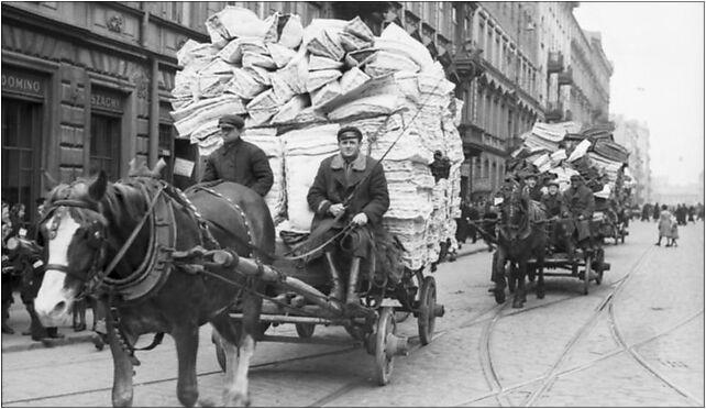 Bundesarchiv Bild 101I-134-0778-22, Polen, Ghetto Warschau, Pferdefuhrwerke 00-867 - Zdjęcia