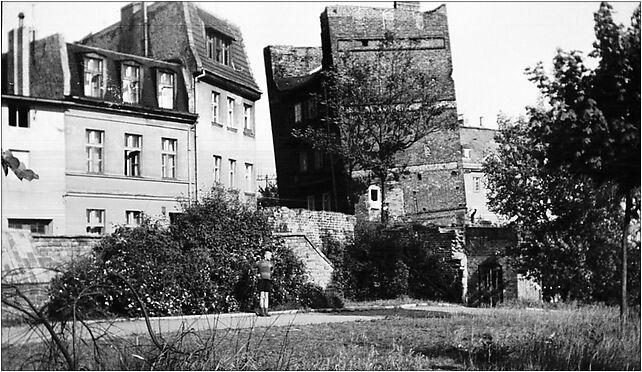 Krzywa kamienica, Kujawy1961, Pod Krzywą Wieżą 1, Toruń 87-100 - Zdjęcia