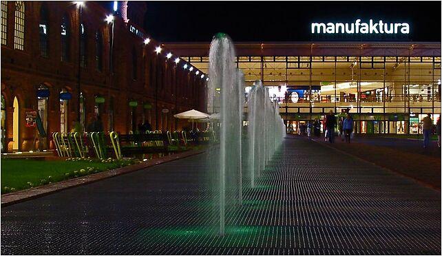 Manufaktura fontanna nocą Łódź, Drewnowska 64E, Łódź od 91-002 do 91-008 - Zdjęcia