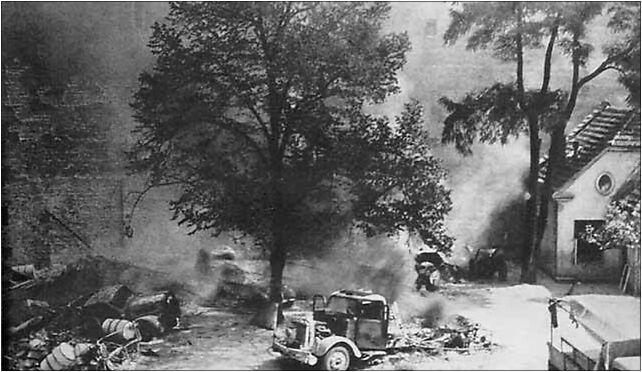 Warsaw Uprising - Small PASTa - burned cars, Krucza 5/11B, Warszawa 00-548 - Zdjęcia