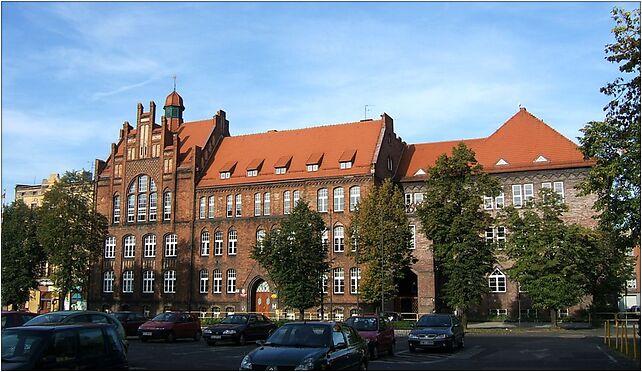 Zabrze girl's school, Warszawski, pl. 8, Zabrze 41-800 - Zdjęcia